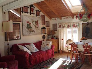 Bottega del decoro arredo casa di montagna for Foto interni baite di montagna
