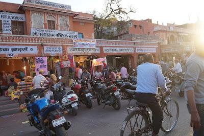 Keramaian pasar di Jaiput, India