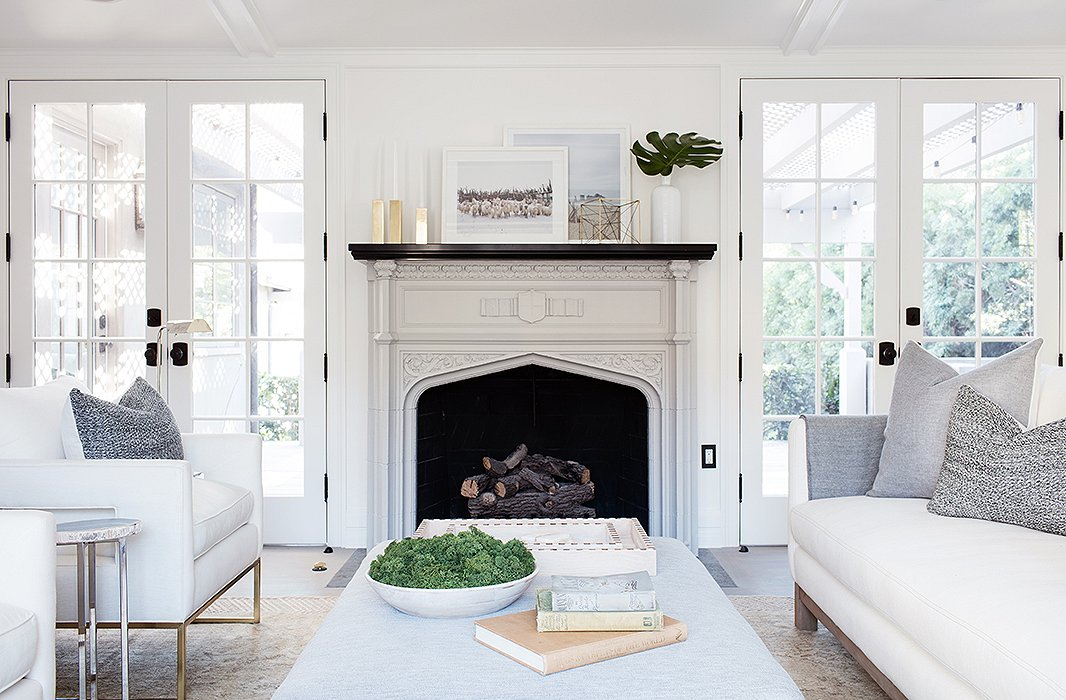 5 Living Rooms That Prove The Power Of Symmetry: Ethereal Mid-century Modern White Living Room