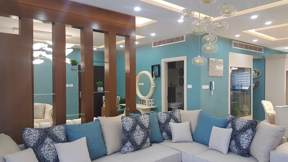 High Quality Decor Units: Charming Interior Blue Accent Apartment With Compact Layouts