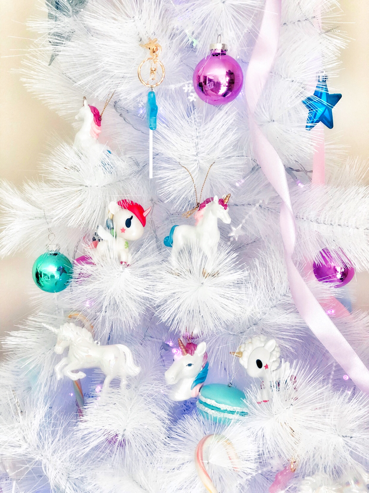 PPretty White Christmas Tree with magical Unicorn baubles
