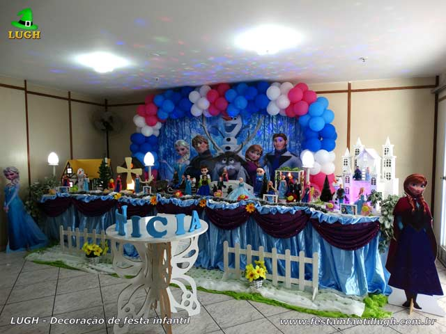 Decoração festa de aniversário infantil tema Frozen - Mesa decorativa de tecido Super Luxo