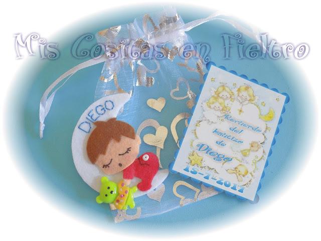 broche, fieltro, broche de fieltro, broche en fieltro, broche bebé, bebé, bautizo, bautismo, souvenir, luna