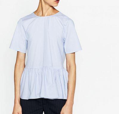 Hellblaue Popelinebluse mit Volant von Zara