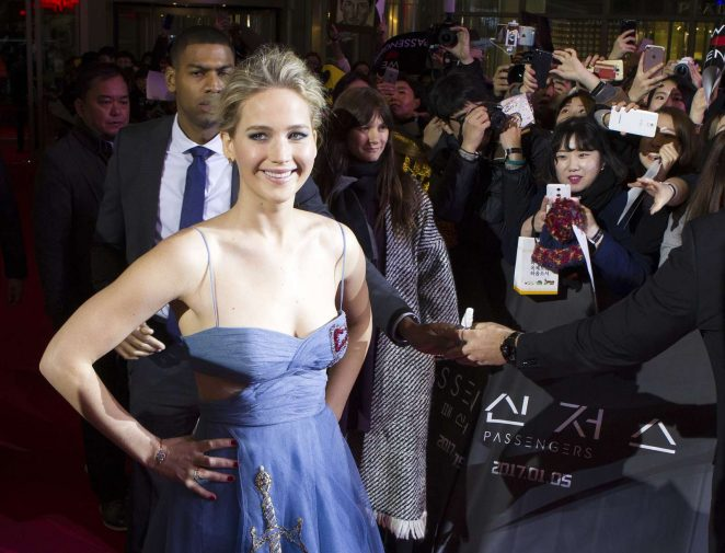 American Actress Jennifer Lawrence Sizzling in Blue Dress