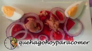 Ensalada De Pimiento, Atún, Huevo Y Cebolla
