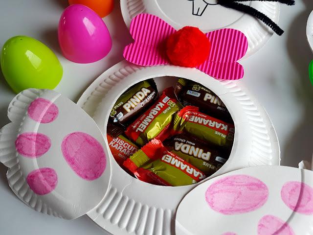 Prace plastyczne na Wielkanoc - jak zapakować prezenty od Zajączka Wielkanocnego - wiosna - zajączki - króliczki - marchewki z papieru - tuba na słodycze - prace z papierowych talerzyków