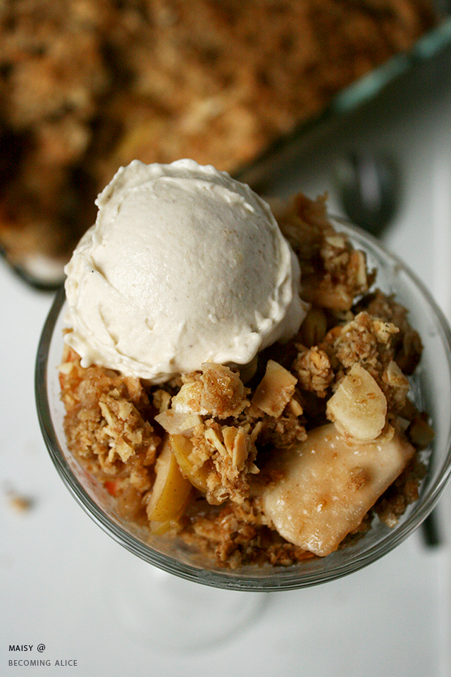 http://be-alice.blogspot.com/2016/10/vegan-apple-crisp-with-homemade-vanilla.html