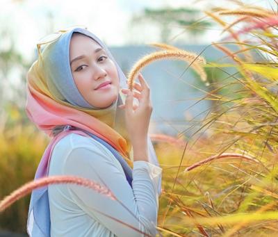 Fashionable dengan Model Baju Muslim Terbaru Dian Pelangi