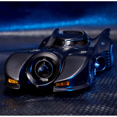 Per la linea MOVIE REVO della Kaiyodo arriva la Bat mobile dal film del 1989
