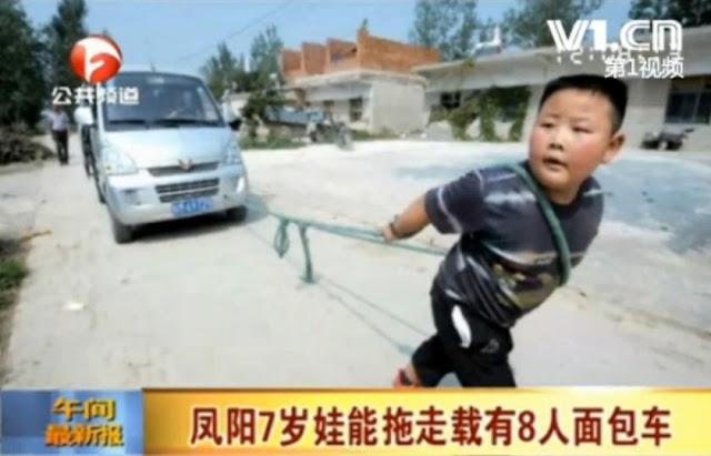 yang jinglong - anak penarik mobil