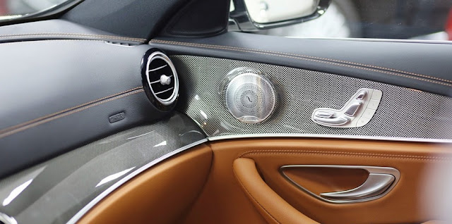 Mercedes E300 AMG 2017 nhập khẩu sử dụng Âm thanh vòm Brumerster 13 loa