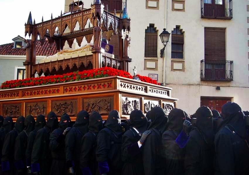Paso del Santo Sepulcro. Real cofradía de Minerva y Vera Cruz. Leon. Foto. Amparo  Bardal.