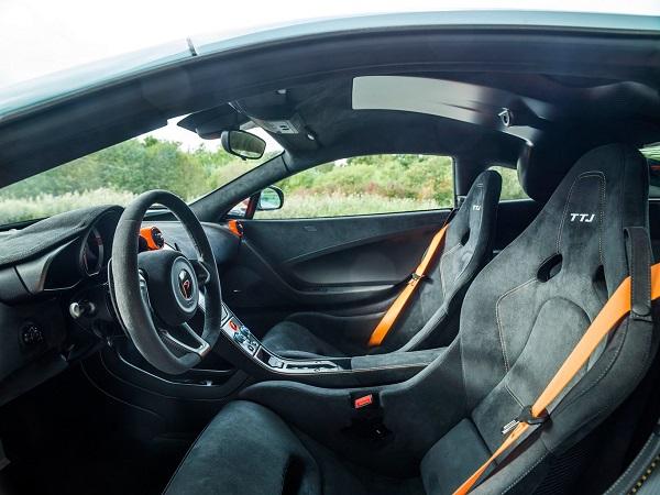 """Interior McLaren 675LT """"Gulf"""""""