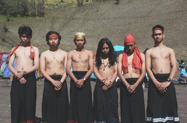 Di Ketinggian 24 00 mdpl, Anak Muda Promosikan Sarung Toraja