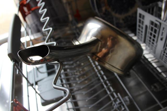 inside a hotpoint dishwasher