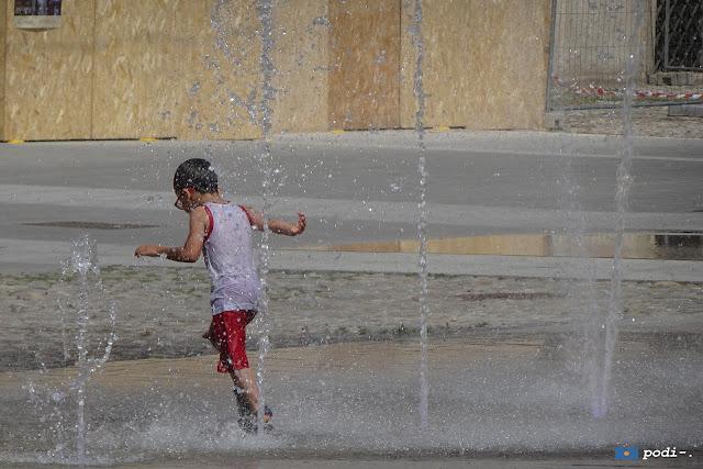 la fontana scivolante di piazza roma, modena
