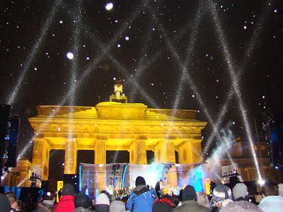 Linda festa no Portão de Brandemburgo em Berlim, Alemanha
