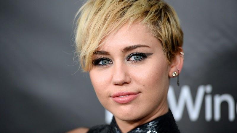 Miley Cyrus Kimdir? Miley Cyrus Biyografi ve Hayatı!