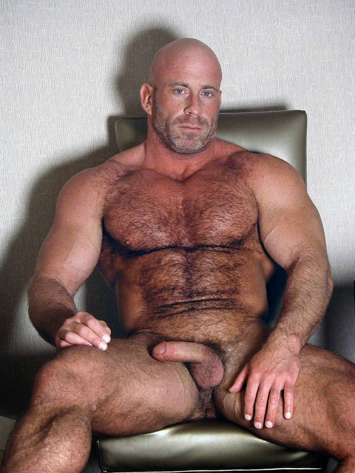 Muscular naked daddy