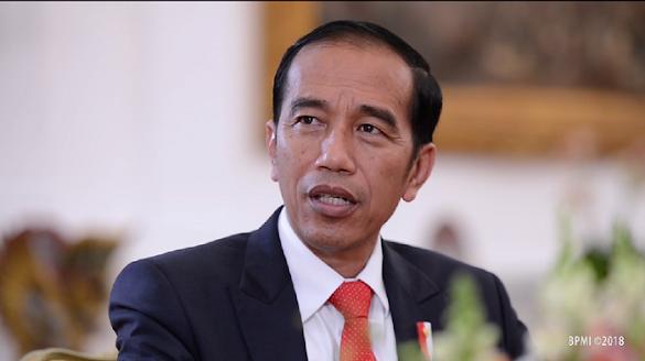 Dinilai Juara Bohong, Presiden Jokowi Dapat Piala dari Aktivis