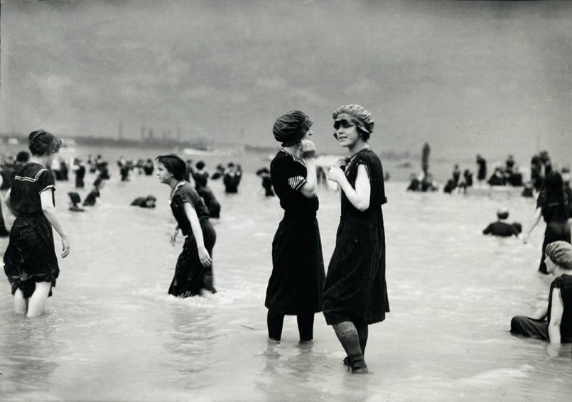 Victorian bathing suit fashion the most cumbersome swimwear of all time vintage everyday - Costumi da bagno femminili ...