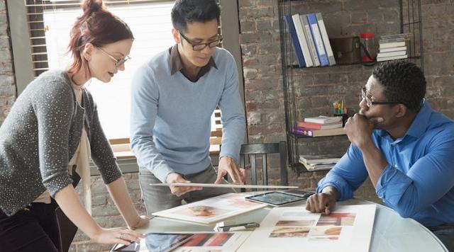 Cara Mendorong Orang Lain Merujuk Ke Bisnis Anda