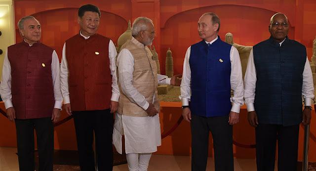 Líderes mundiais em trajes indianos. Foto: Prakashi Singh, AFP 2016