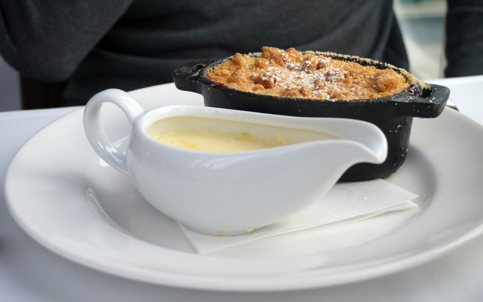 bramley apple crumble with custard