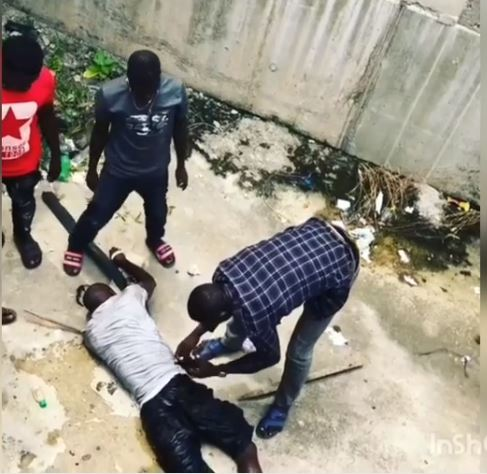 Shocking! Thief Jumps Into Lagos Lagoon After Snatching Phone From A Passenger In Traffic (Video)