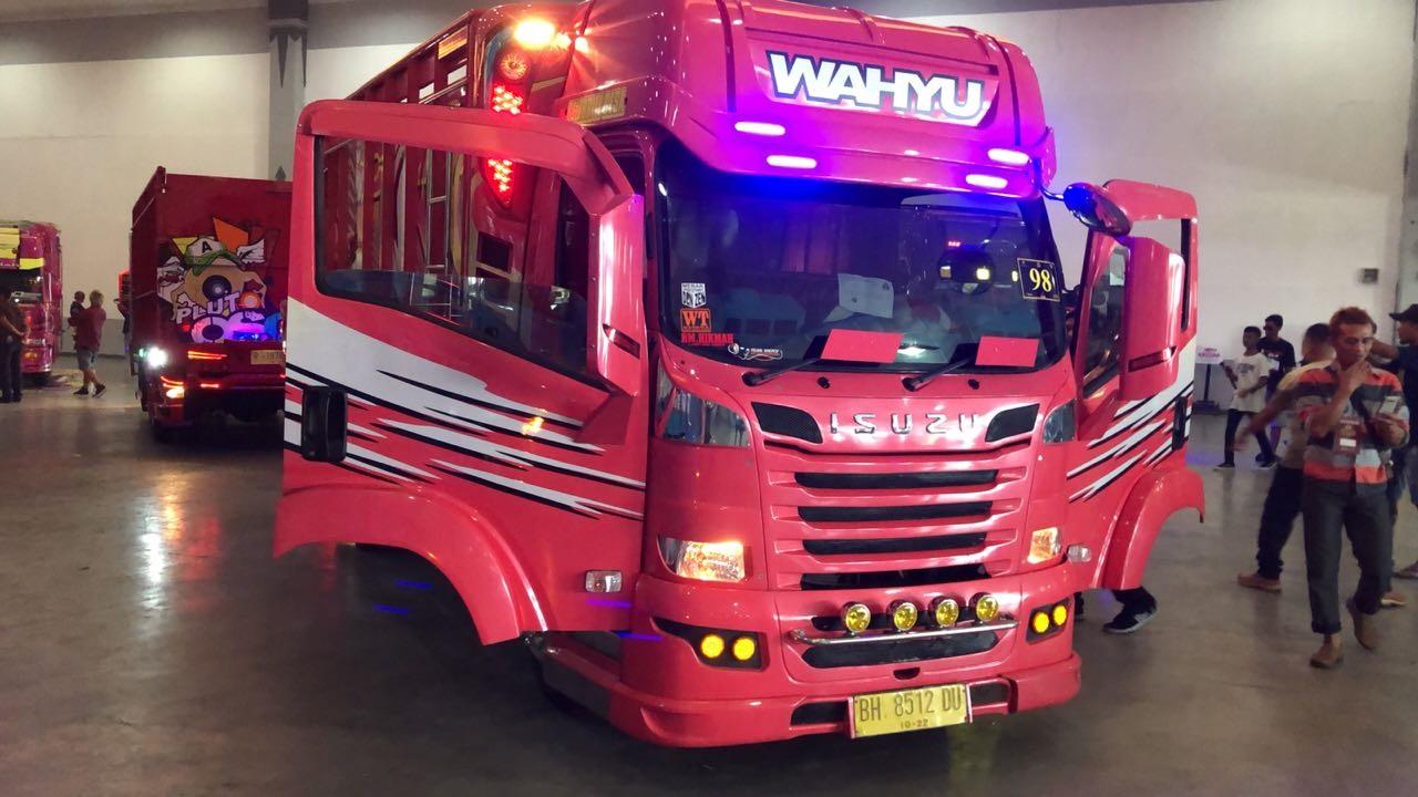 Modifikasi Isuzu ELF NMR 71 Jadi Bintang Jogja Truck Festival 2018