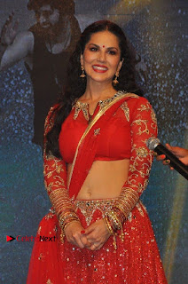 Bollywood Actress Model Sunny Leone Dance Performance in Red Half Saree at Rogue Audio Launch 13 March 2017  0028.jpg