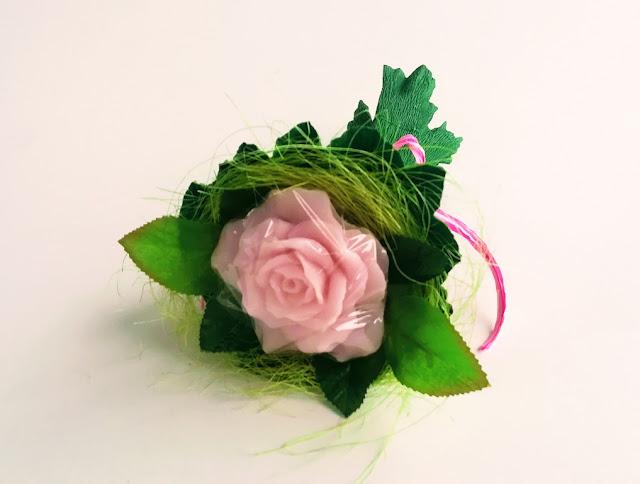 Pachnąca róża z mydła glicerynowego
