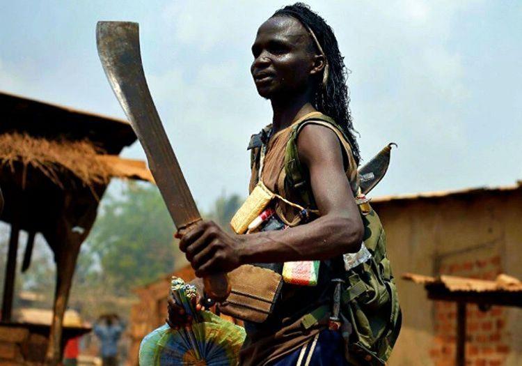 Afrika palası insanların birbirlerini öldürmek için kullandıkları ilkel bir silahtır.