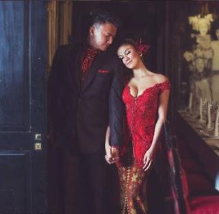 Kebaya Lengan Pendek Agnes Monica Warna Merah Hiiasan Payet Pearl Klasik