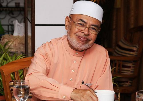 Kisah Mengharukan Tuan Guru Dato' Dr Haron Din dengan Arwah Ibunya