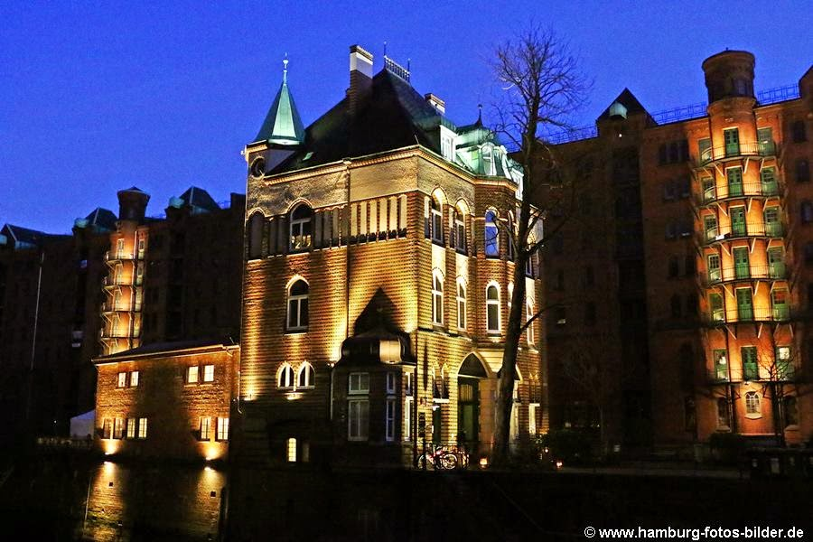 Wasserschloss Hamburg Speicherstadt bei Nacht