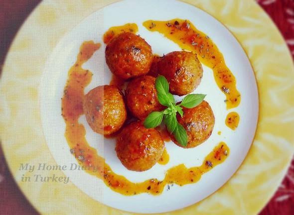 Domates Fesleğen Soslu İçli Köfte / Turkish stuffed meatballs in tomato basil sauce