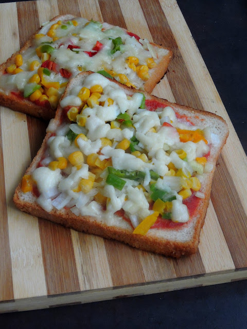 Bread Pizza,Tawa Vegetable Bread Pizza
