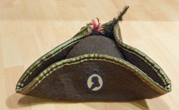 fadenwelten diy dreispitz piratenhut zum selber machen. Black Bedroom Furniture Sets. Home Design Ideas