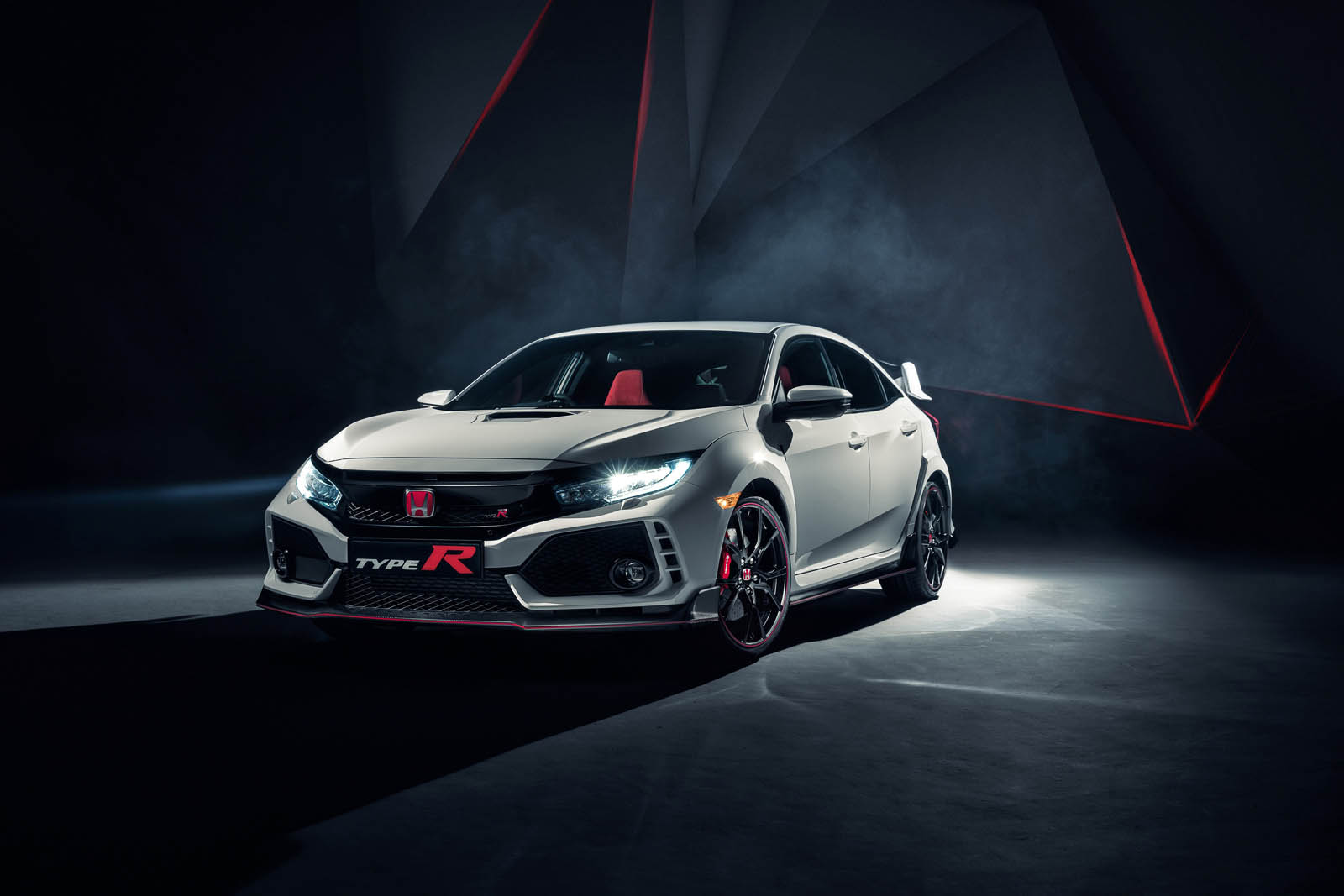 104496_All​_new_Honda​_Civic_Typ​e_R_races_​into_view_​at_Geneva%​2Bcopy