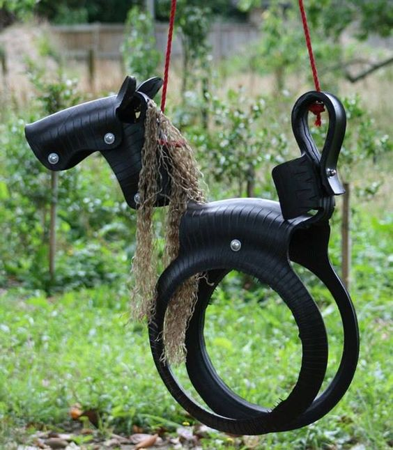 huśtawka z opony dla dzieci koń konik
