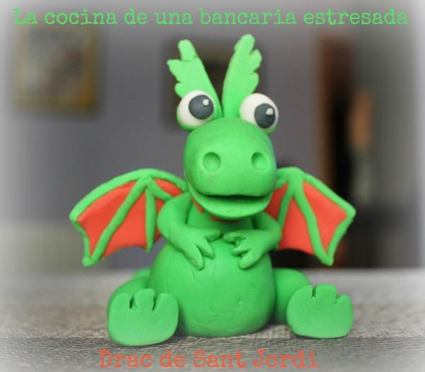 Dragon modelado con fondant.