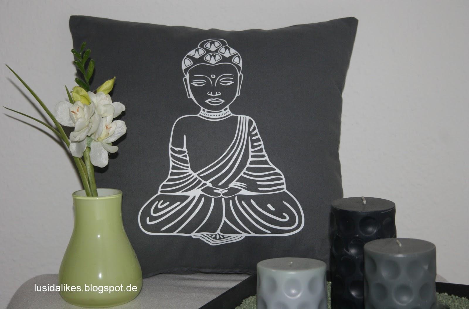 lusida likes selbstgen htes kissen mit buddha plottermotiv. Black Bedroom Furniture Sets. Home Design Ideas