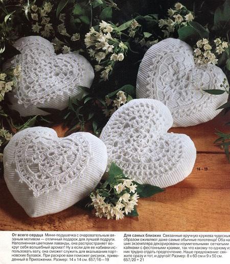 Sachês com corações de crochê