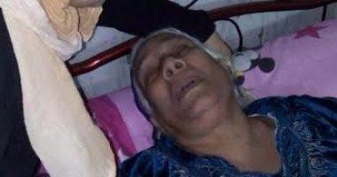 ابن عاق يلقي بأمه المسنة بالشارع بالقليوبية