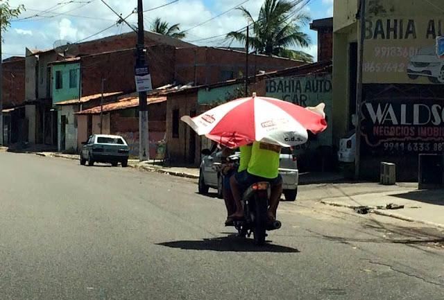 Atitude perigosa, cinquentinha transita pondo em risco o trânsito em Socorro