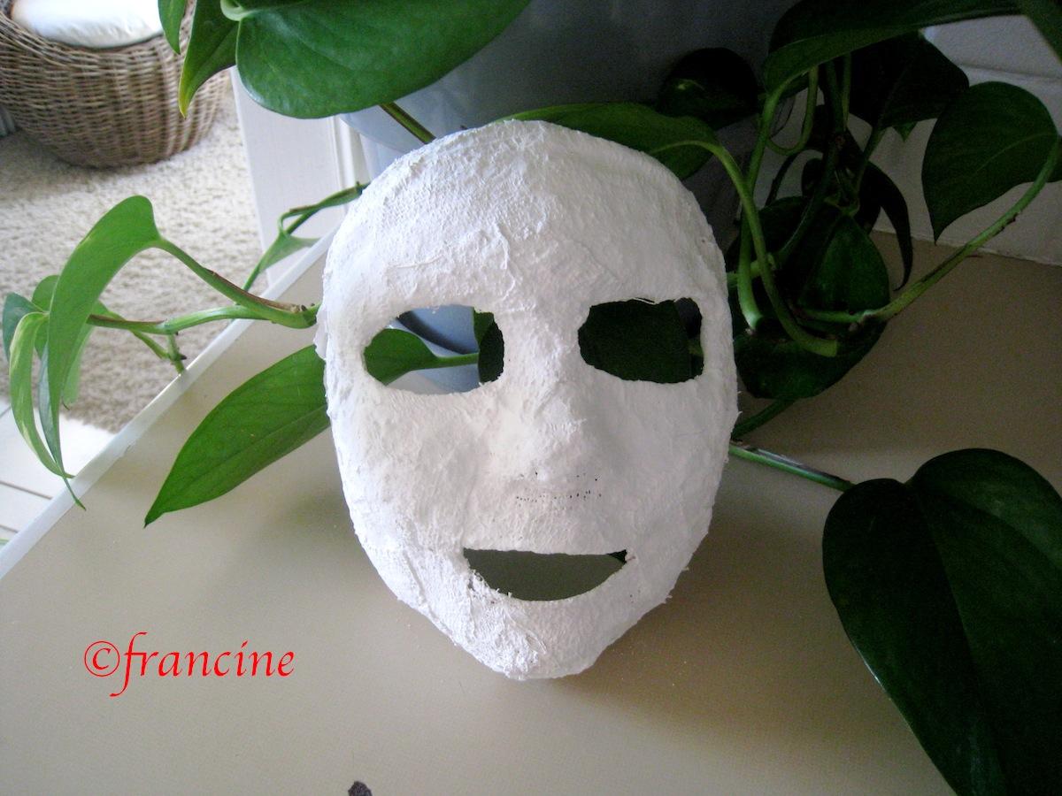j 39 ai fabriqu un masque avec des bandes de pl tre. Black Bedroom Furniture Sets. Home Design Ideas