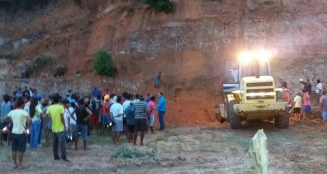 Duas crianças morrem soterradas após deslizamento