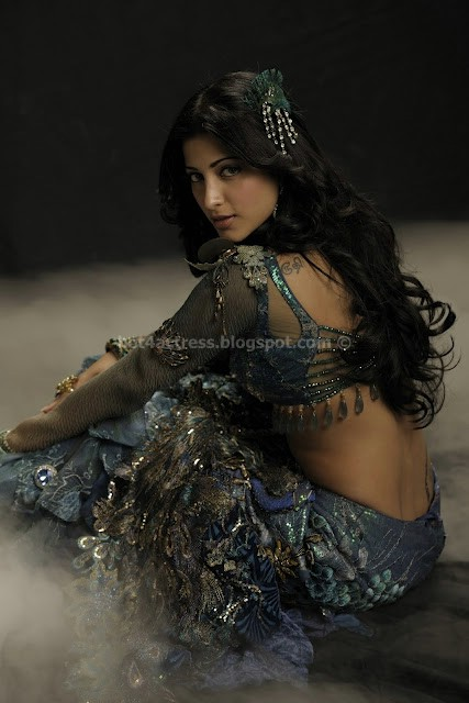 Shruti haasan sexy stills